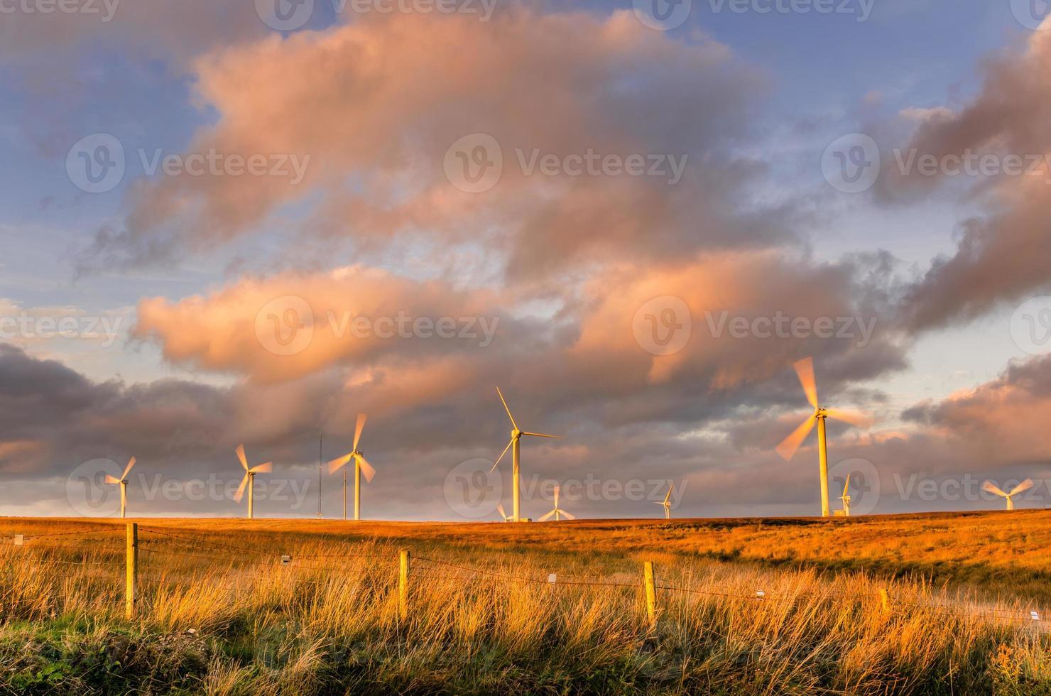 moulins à vent au coucher du soleil photo