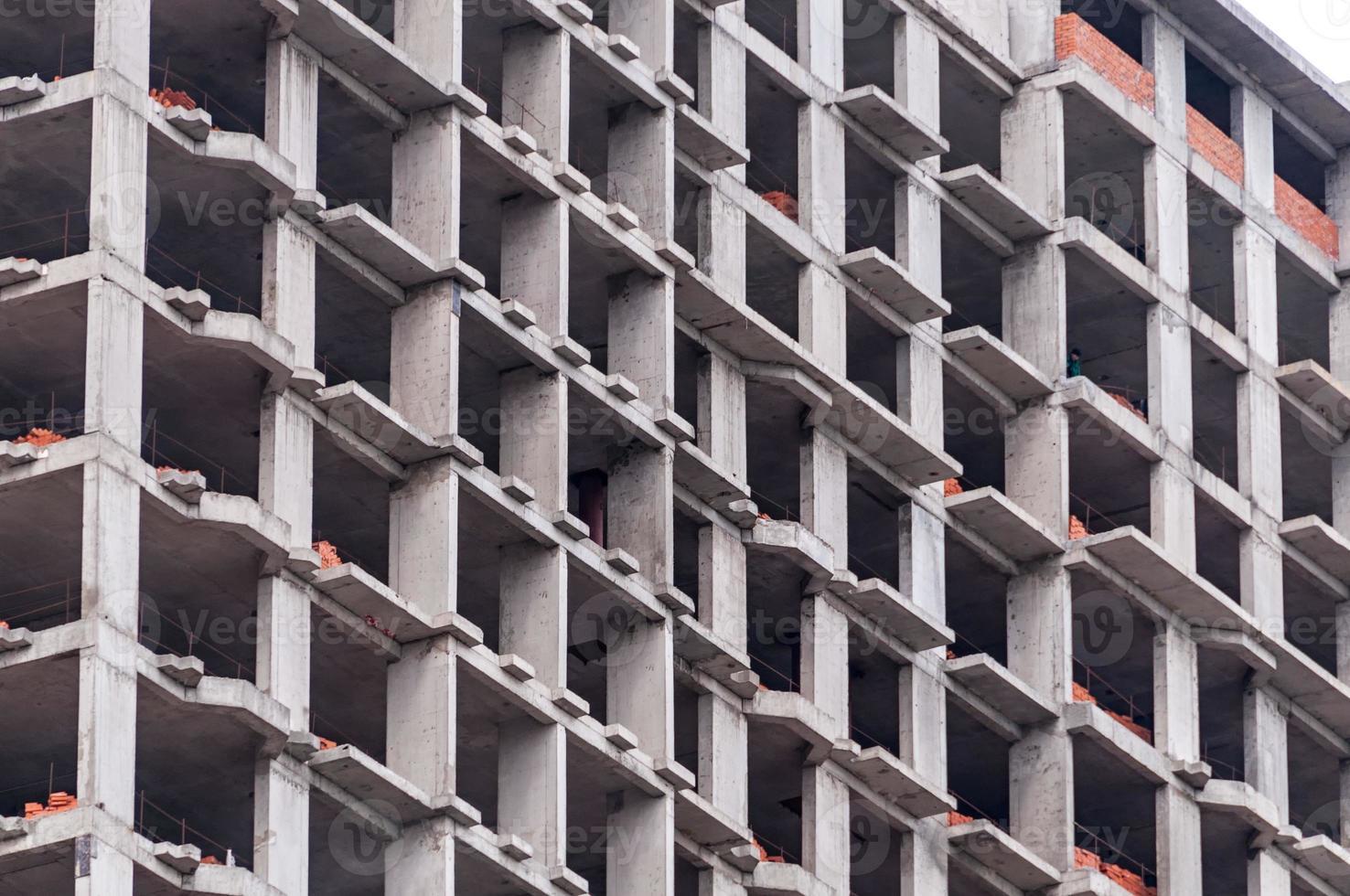 Chantier de construction de bâtiments en briques à plusieurs étages photo