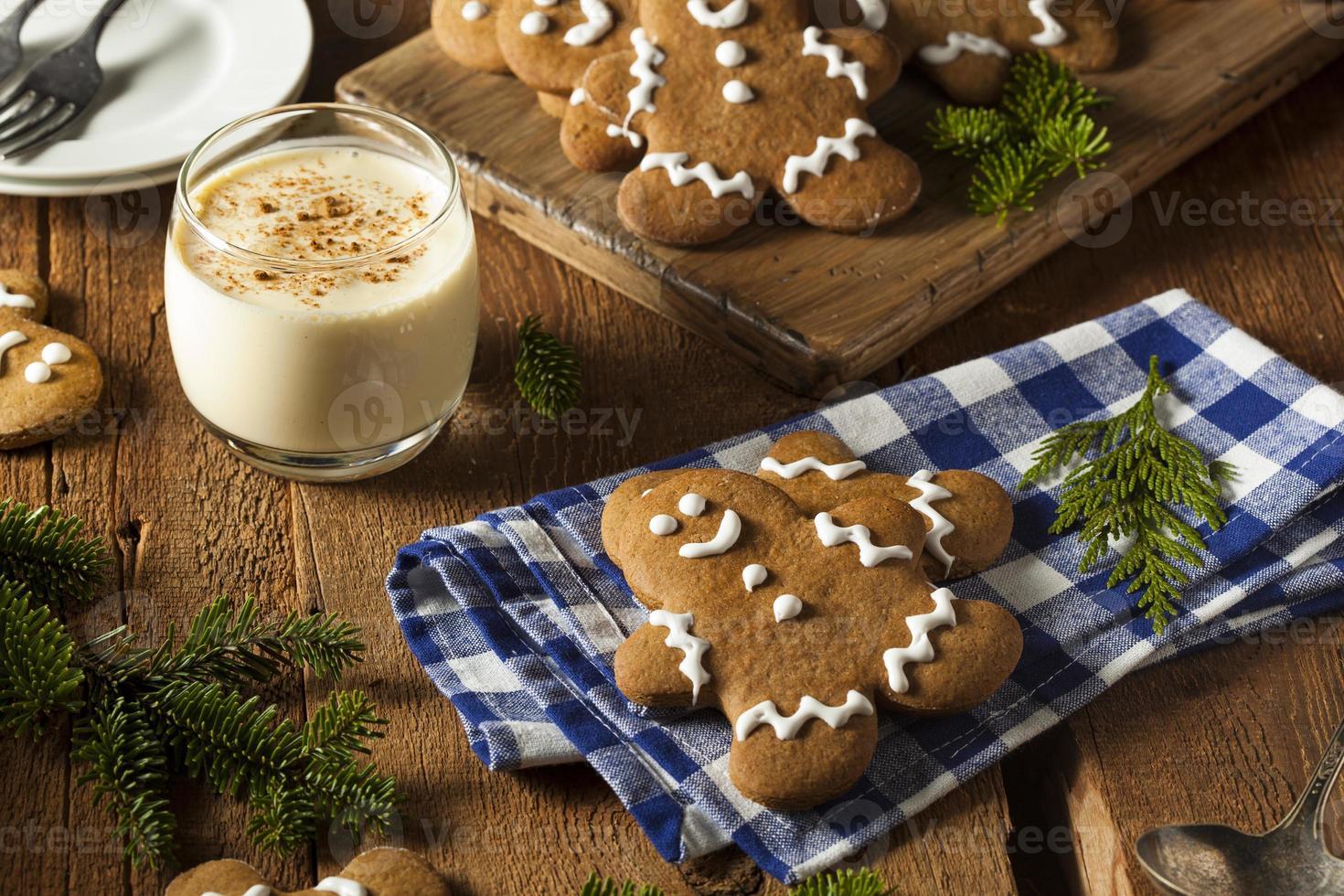 biscuits pour hommes en pain d'épice décorés maison photo