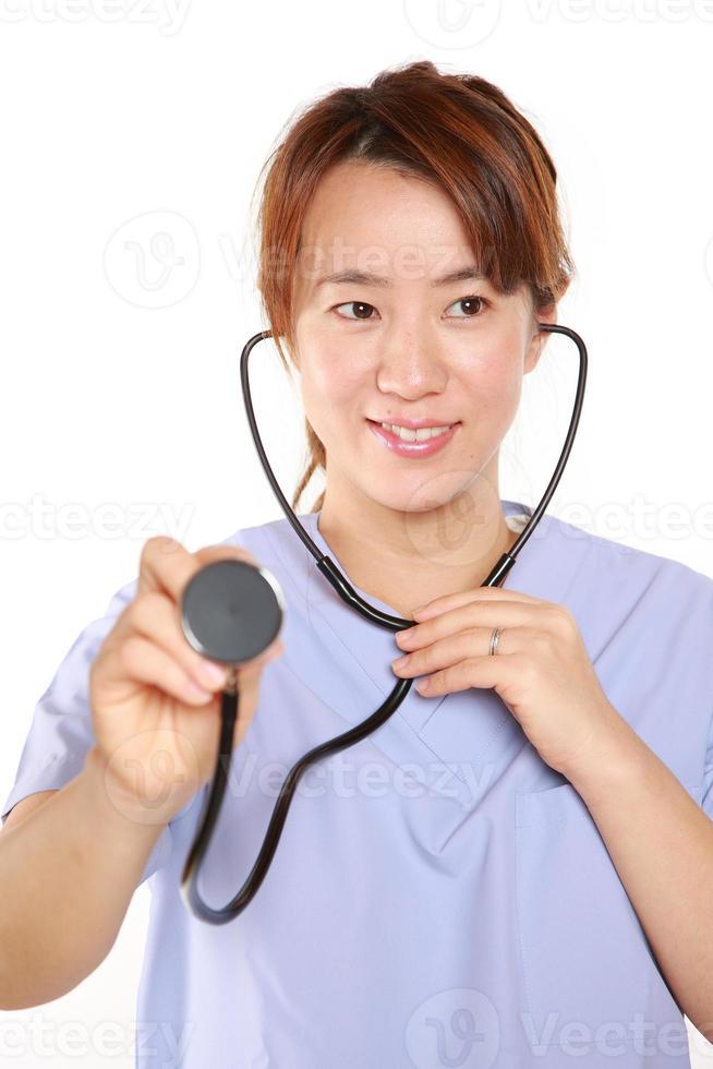 docteur féminin japonais avec stéthoscope photo