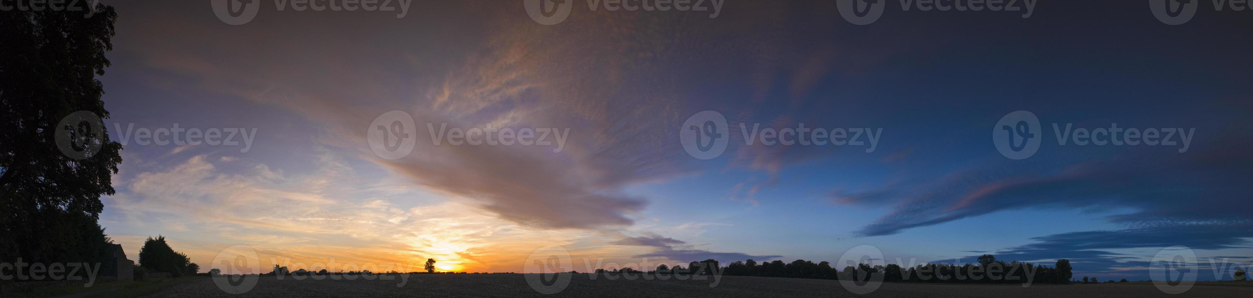grand coucher de soleil d'été photo
