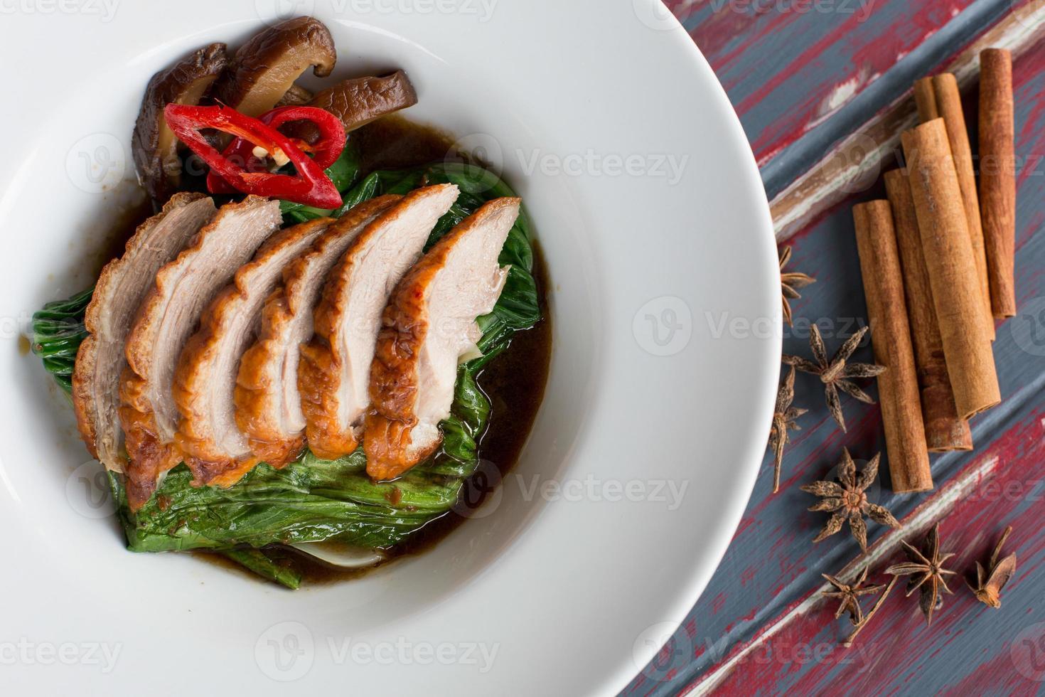 canard au chou frit dans une sauce aux huîtres photo