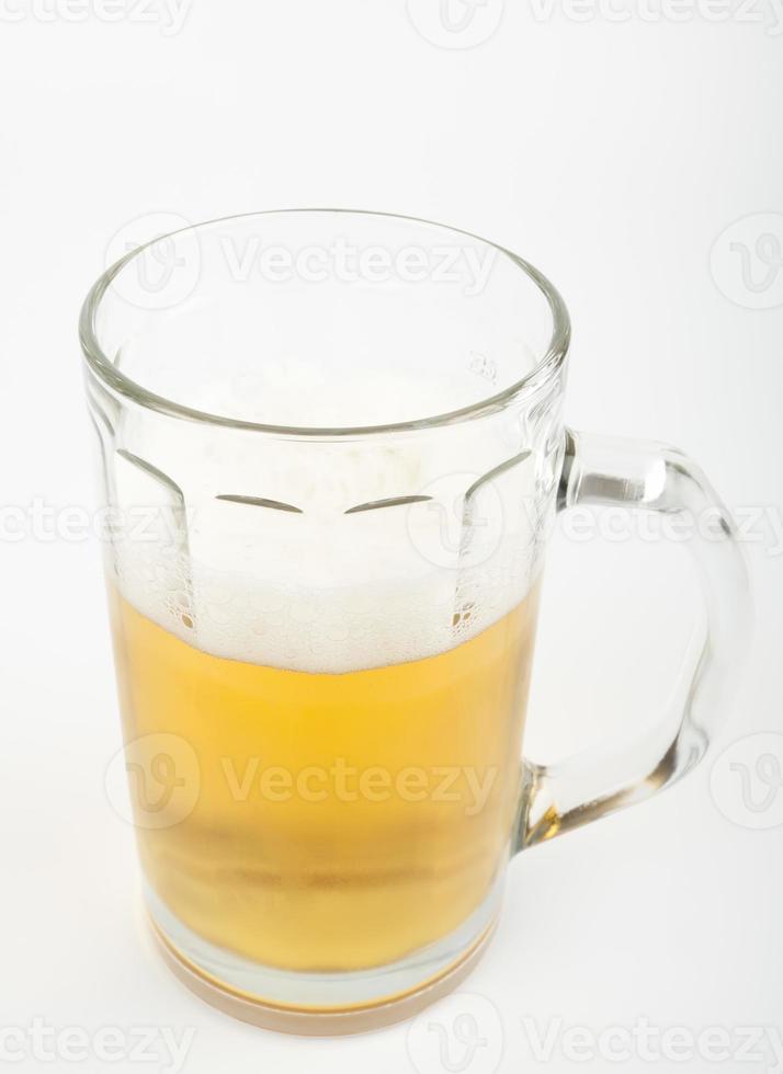 bière dans une tasse photo