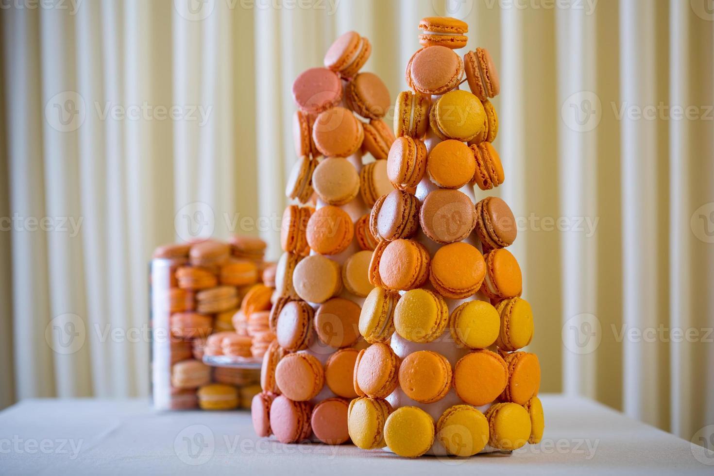 macaron - confiserie à base de meringue sucrée photo
