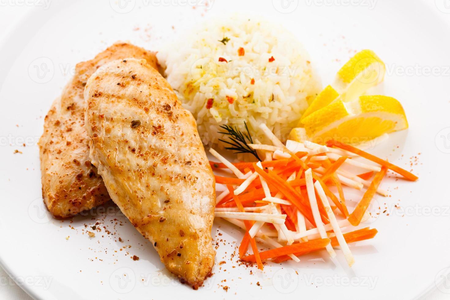 viande et légumes grillés photo