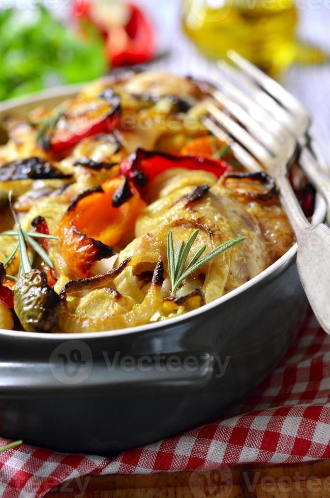 poulet cuit au poivron et à l'oignon. photo