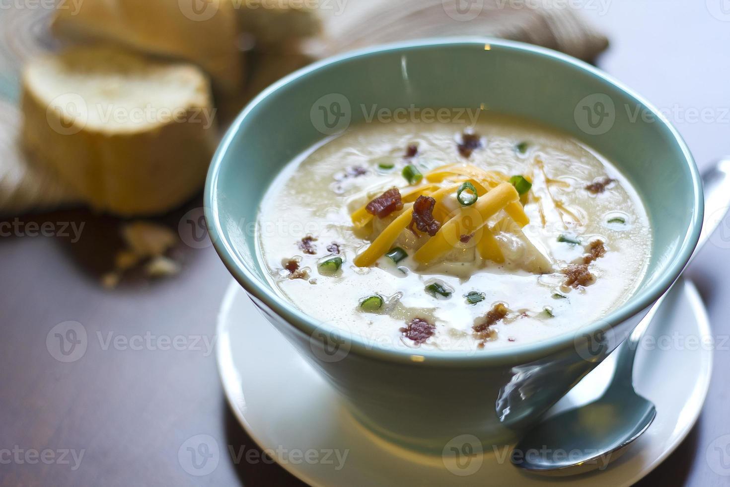 soupe de pommes de terre au four chargée photo