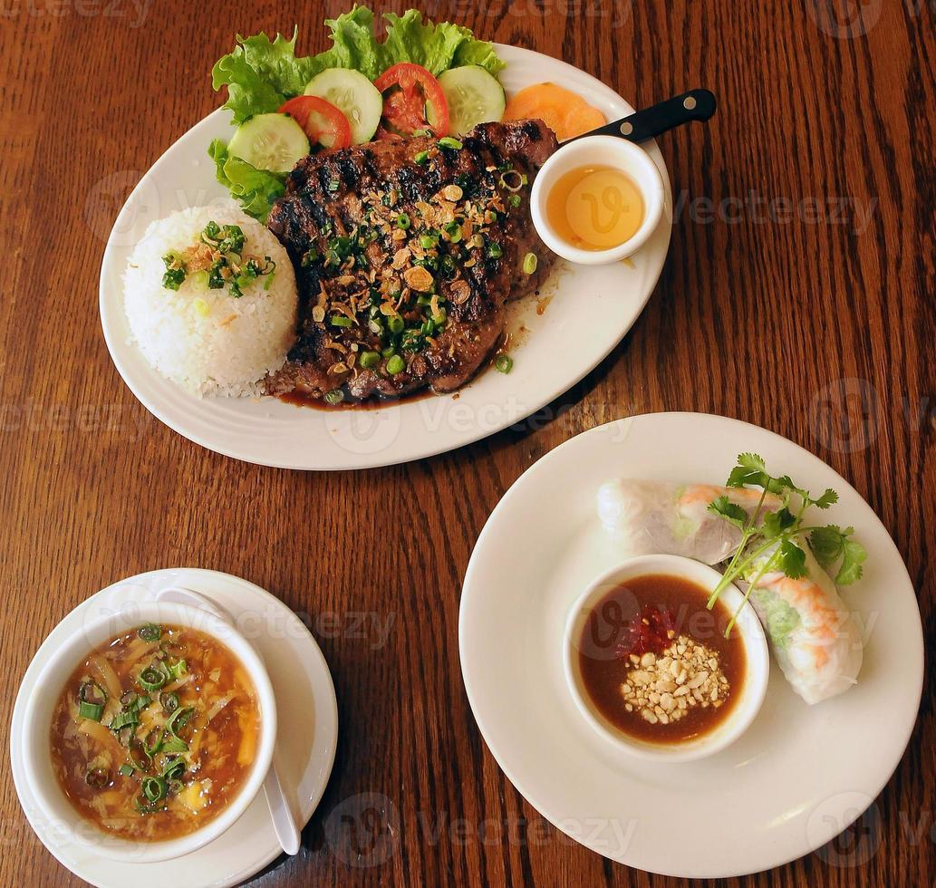 début du dîner vietnamien photo