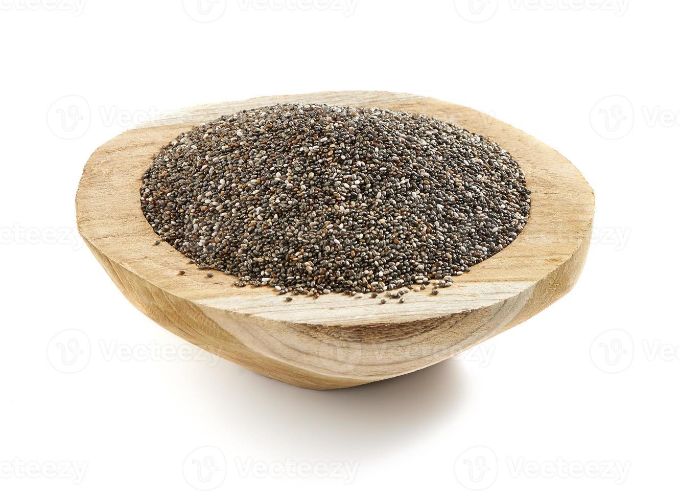 graines de chia servies dans un bol en bois photo