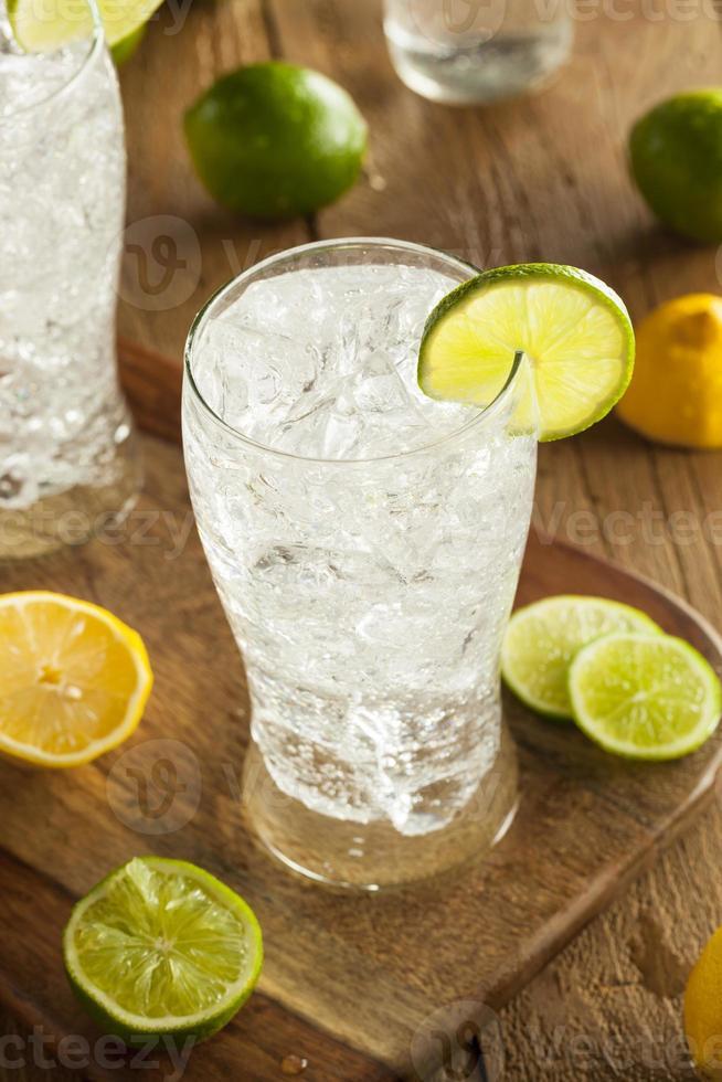 soda rafraîchissant au citron et au citron vert photo