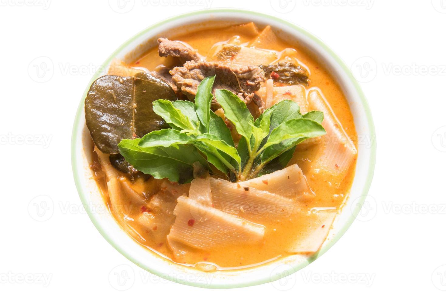 boeuf au curry rouge avec pousses de bambou photo