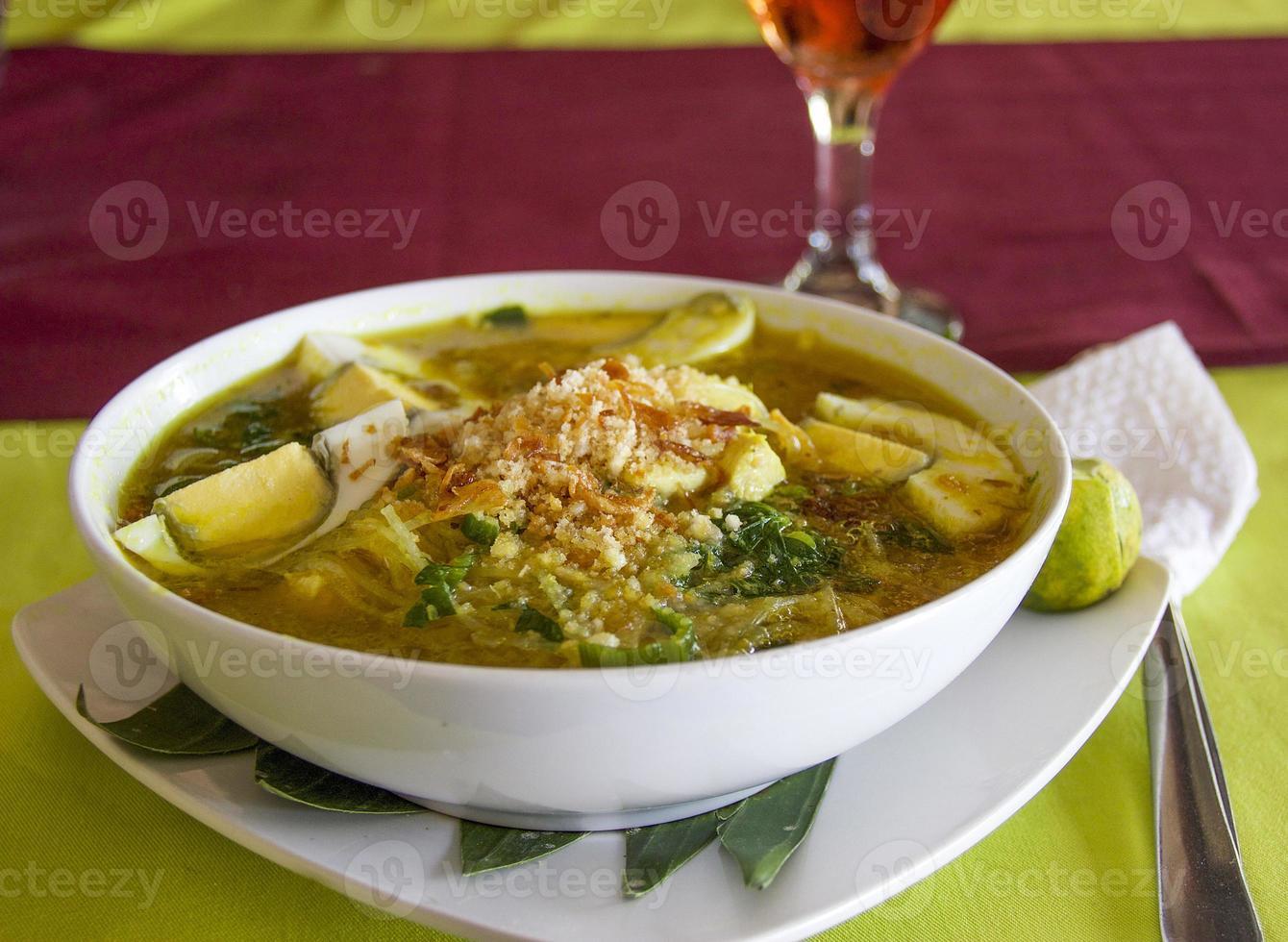 soupe de poulet de bali photo