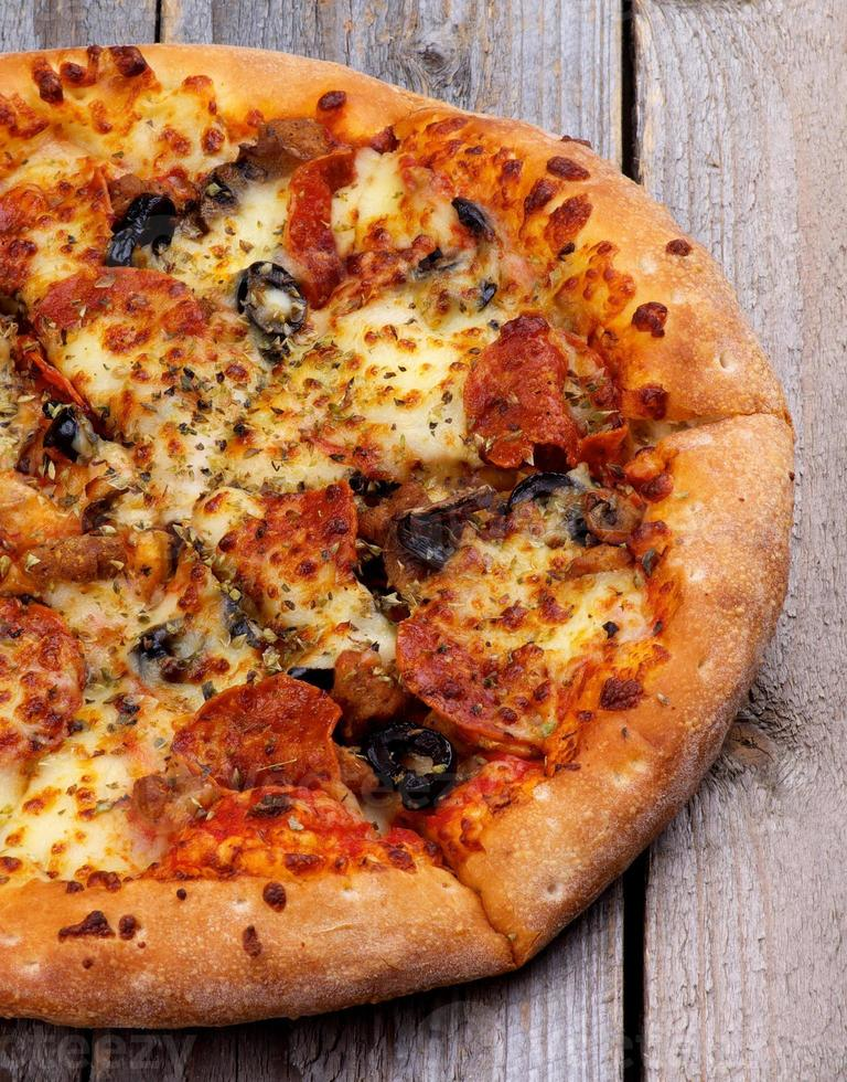 Pizza au pepperoni photo