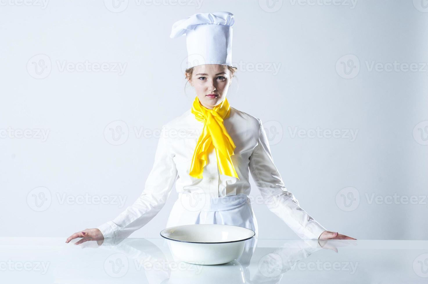 cuisinier concentré photo