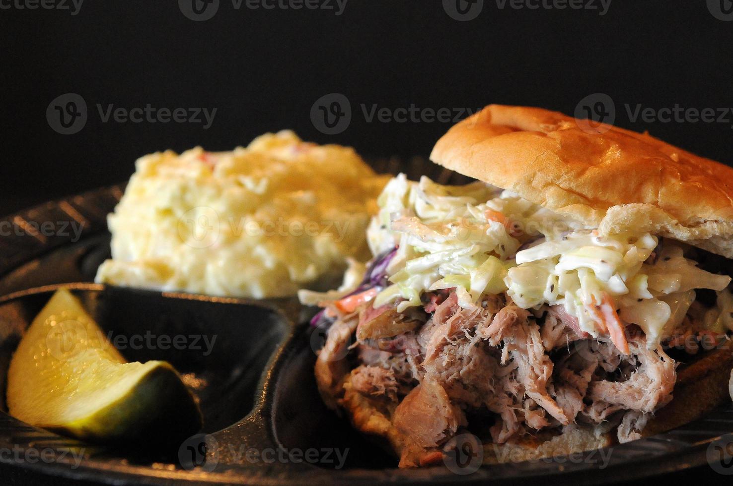 gros plan de sandwich au porc effiloché photo