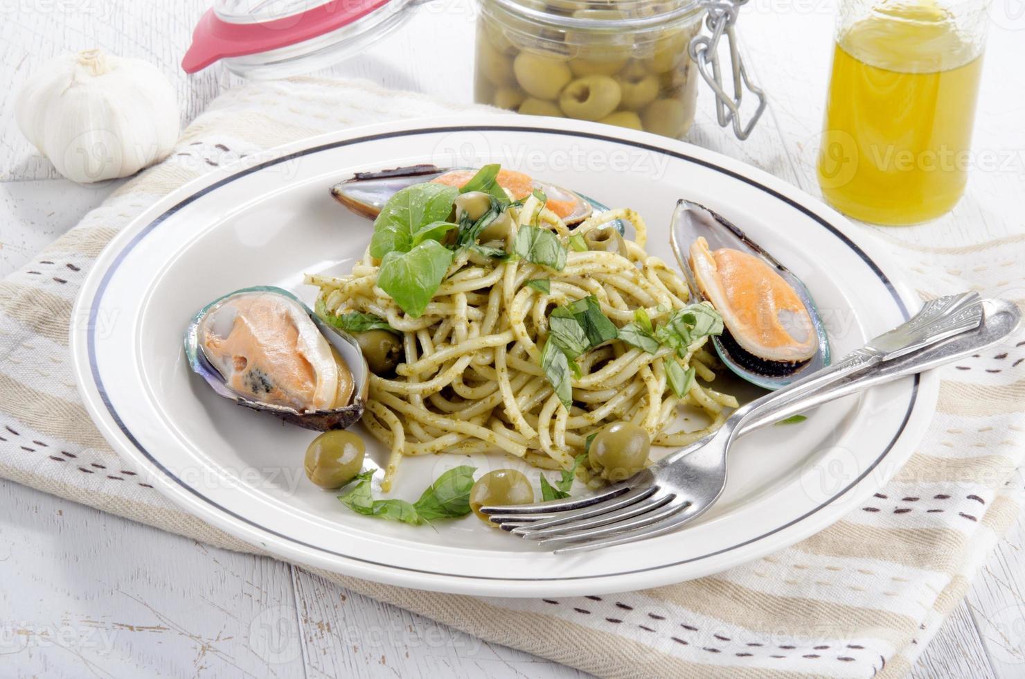 moules à lèvres vertes avec spaghetti photo
