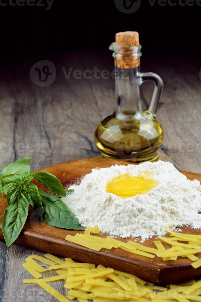 préparer des pâtes sur la table photo