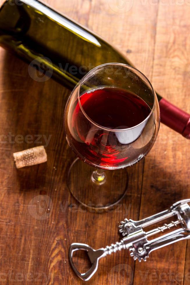 vin rouge dans un cadre vintage photo