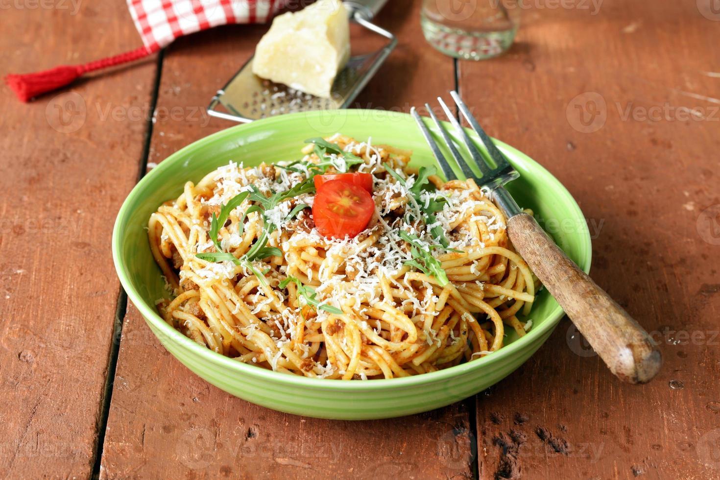 pâtes traditionnelles à la sauce tomate spaghetti bolognaise au parmesan photo