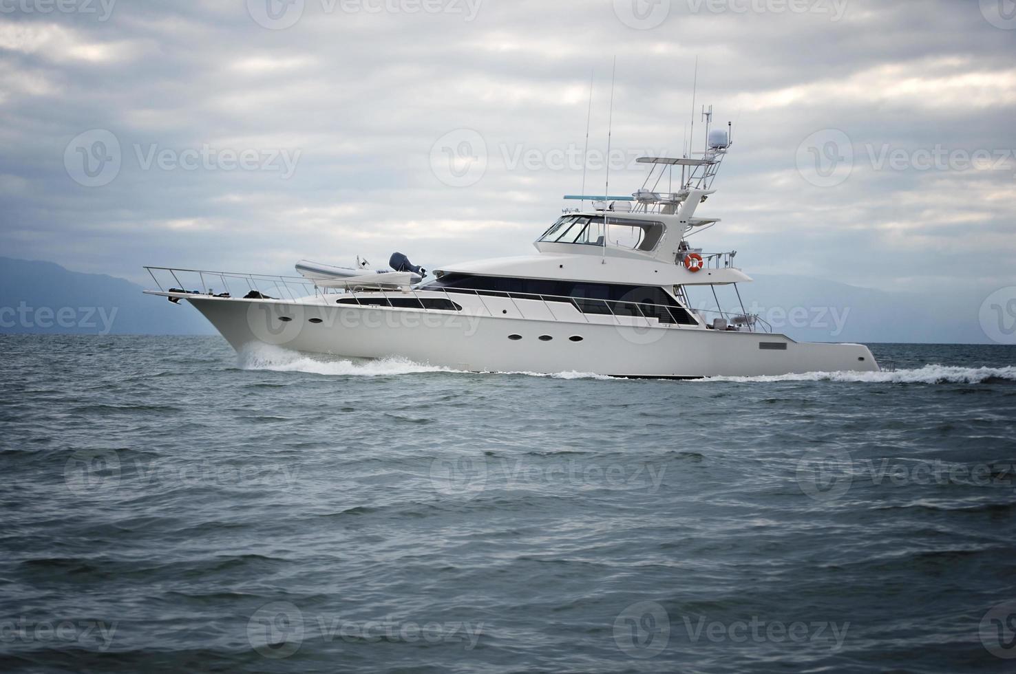 yacht en mer horizontal photo