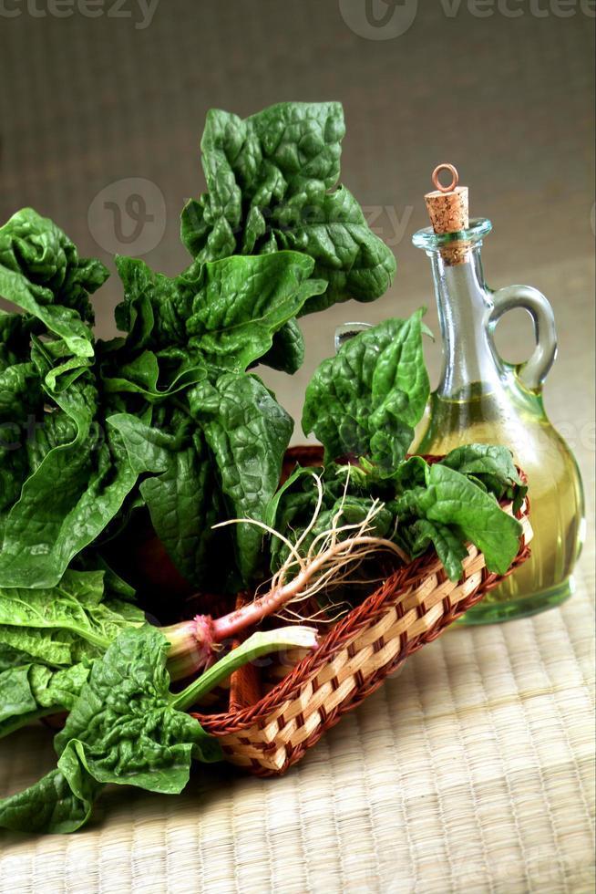 olio di oliva con verdura photo
