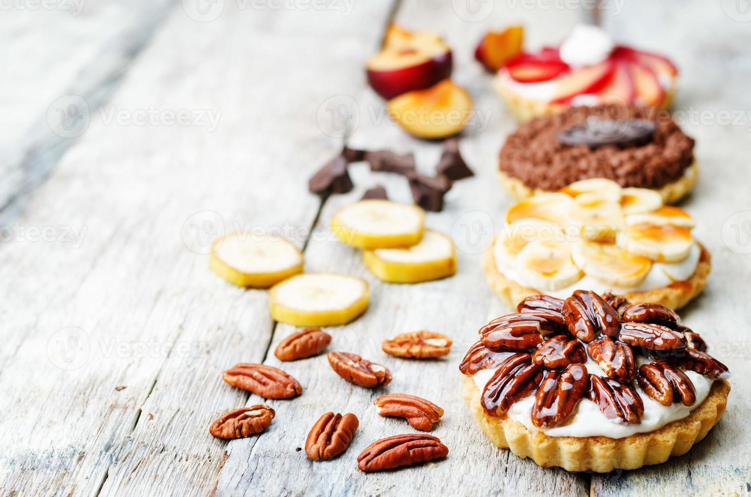 tartelettes banane caramel salé chocolat prune miel miel noix de pécan photo