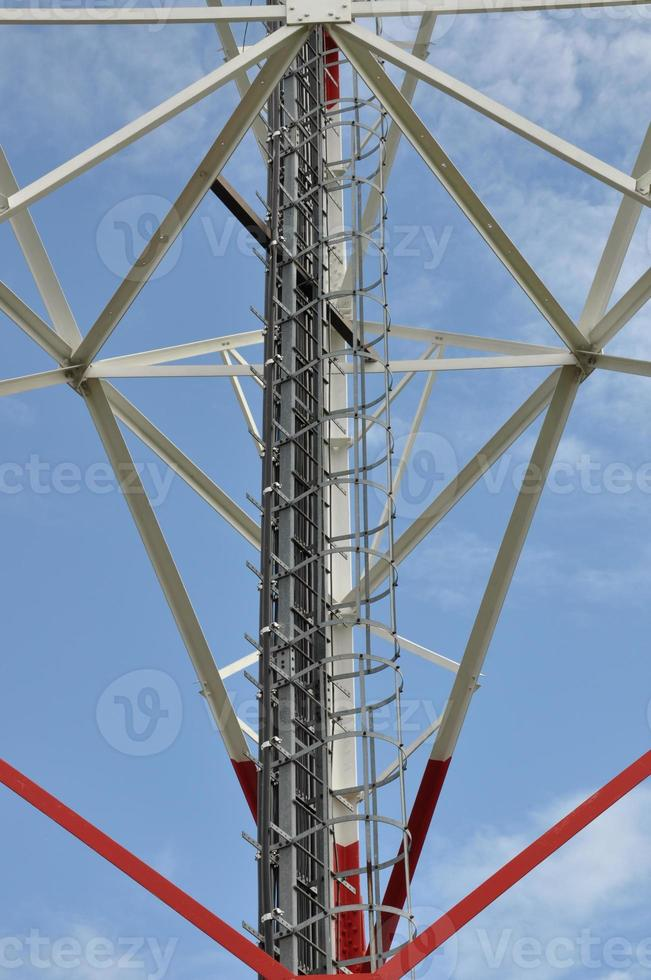construction d'une tour de télécommunications photo