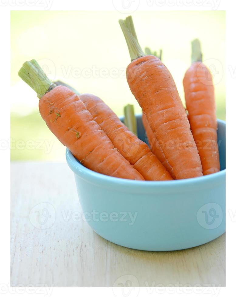 petites carottes dans un bol photo