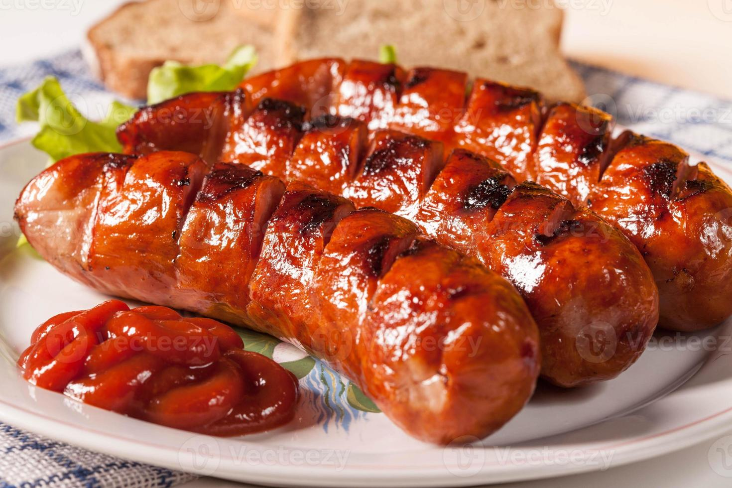saucisse grillée. photo