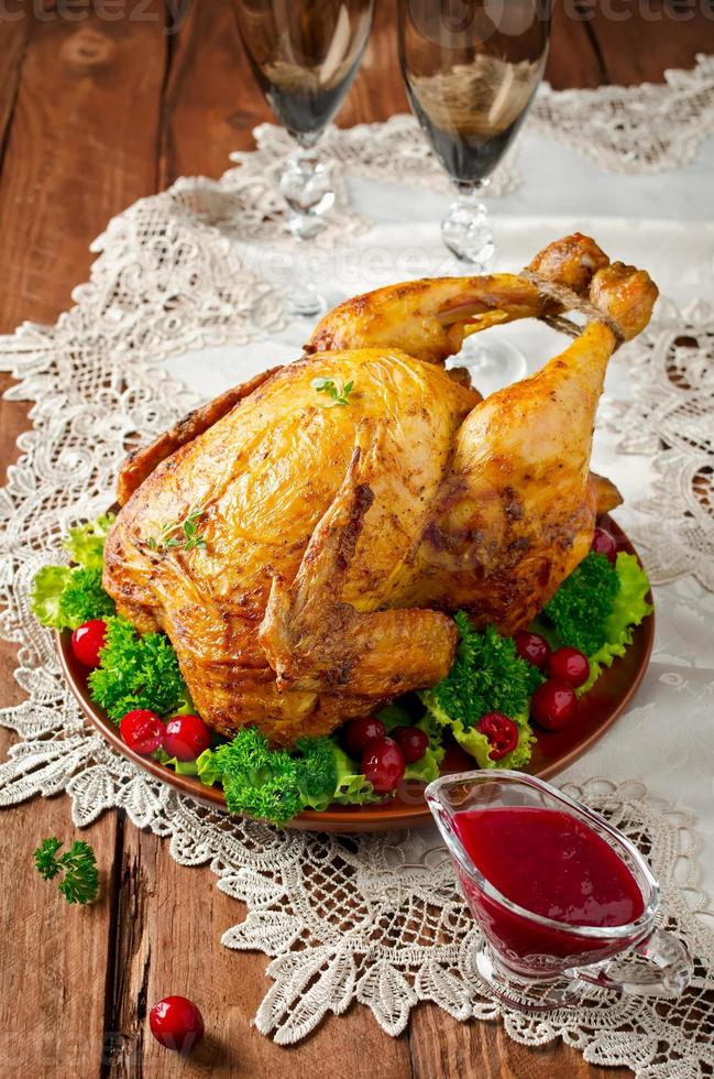 poulet rôti avec sauce aux canneberges photo