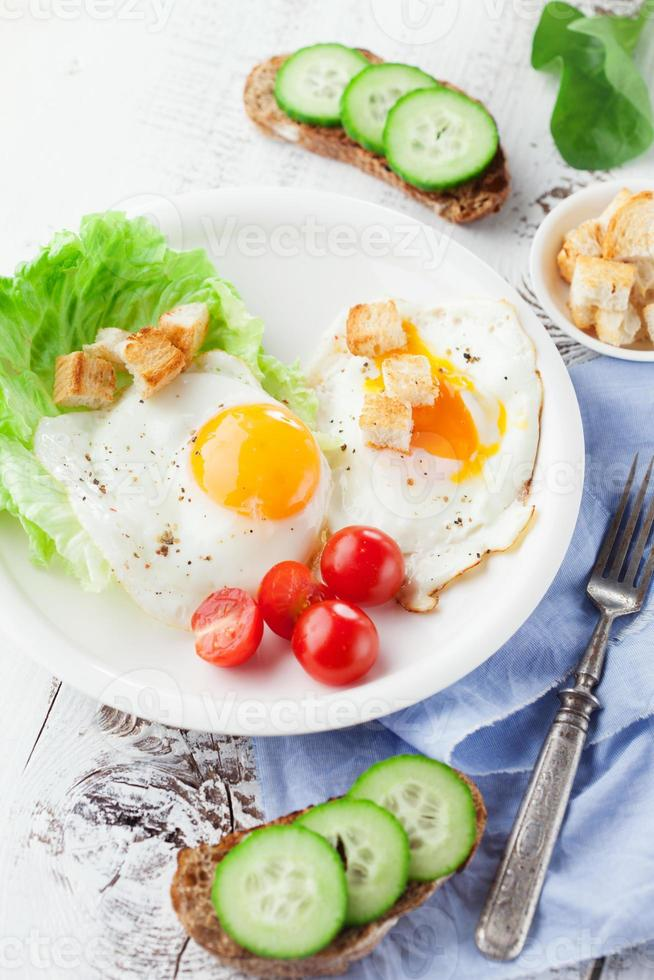petit déjeuner avec œuf au plat photo