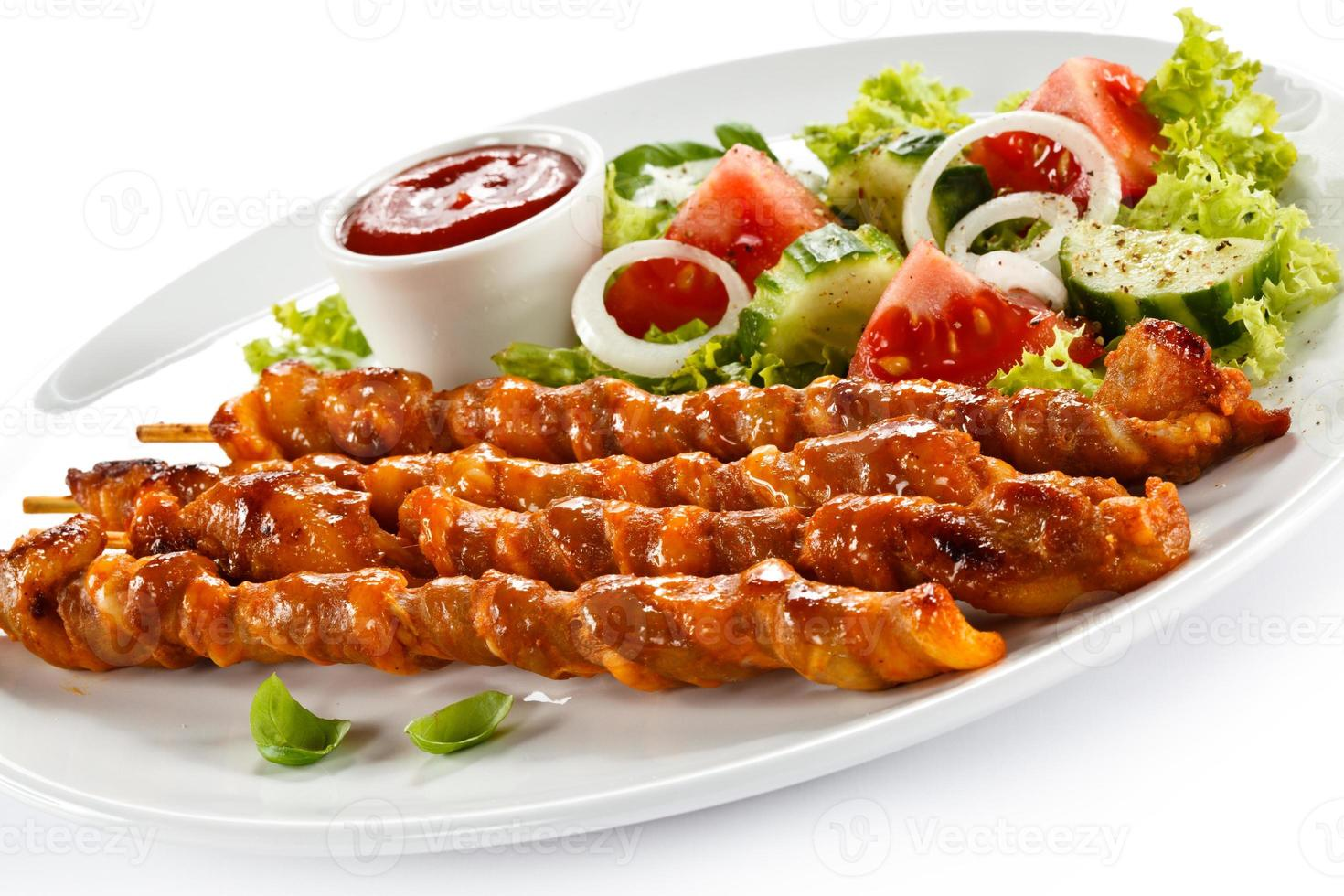 kebab - viande grillée et légumes photo