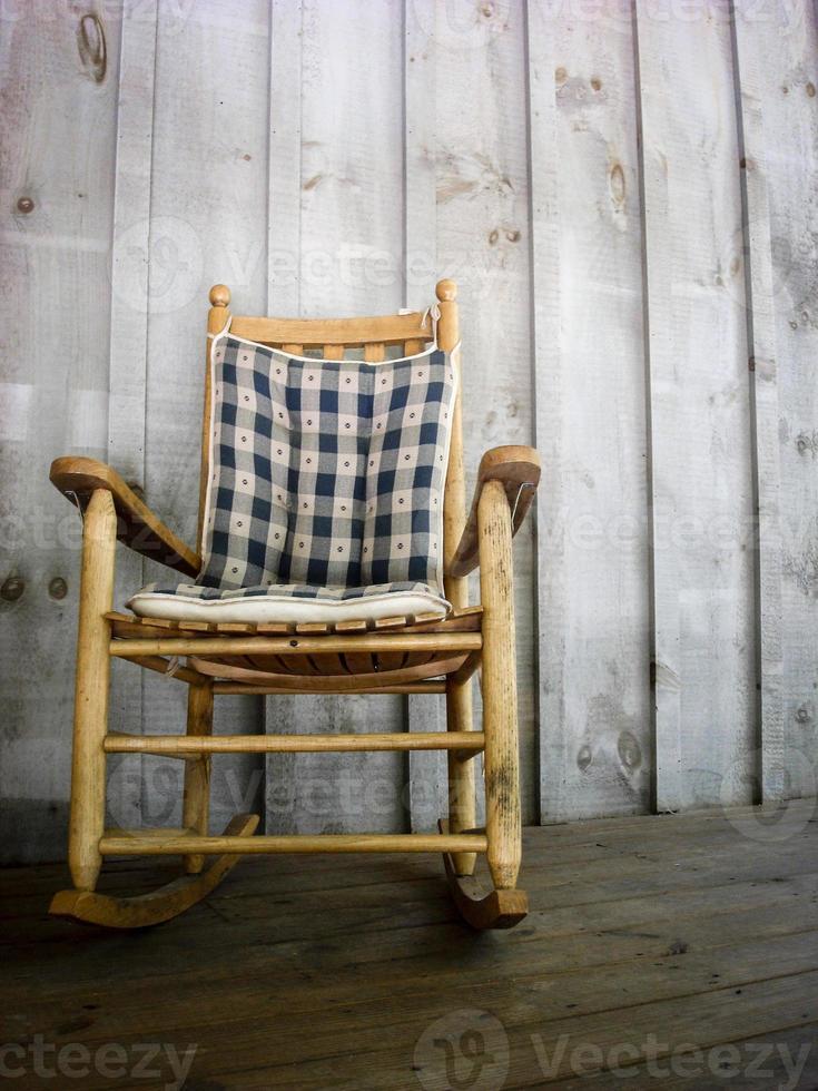 chaise à bascule en bois photo