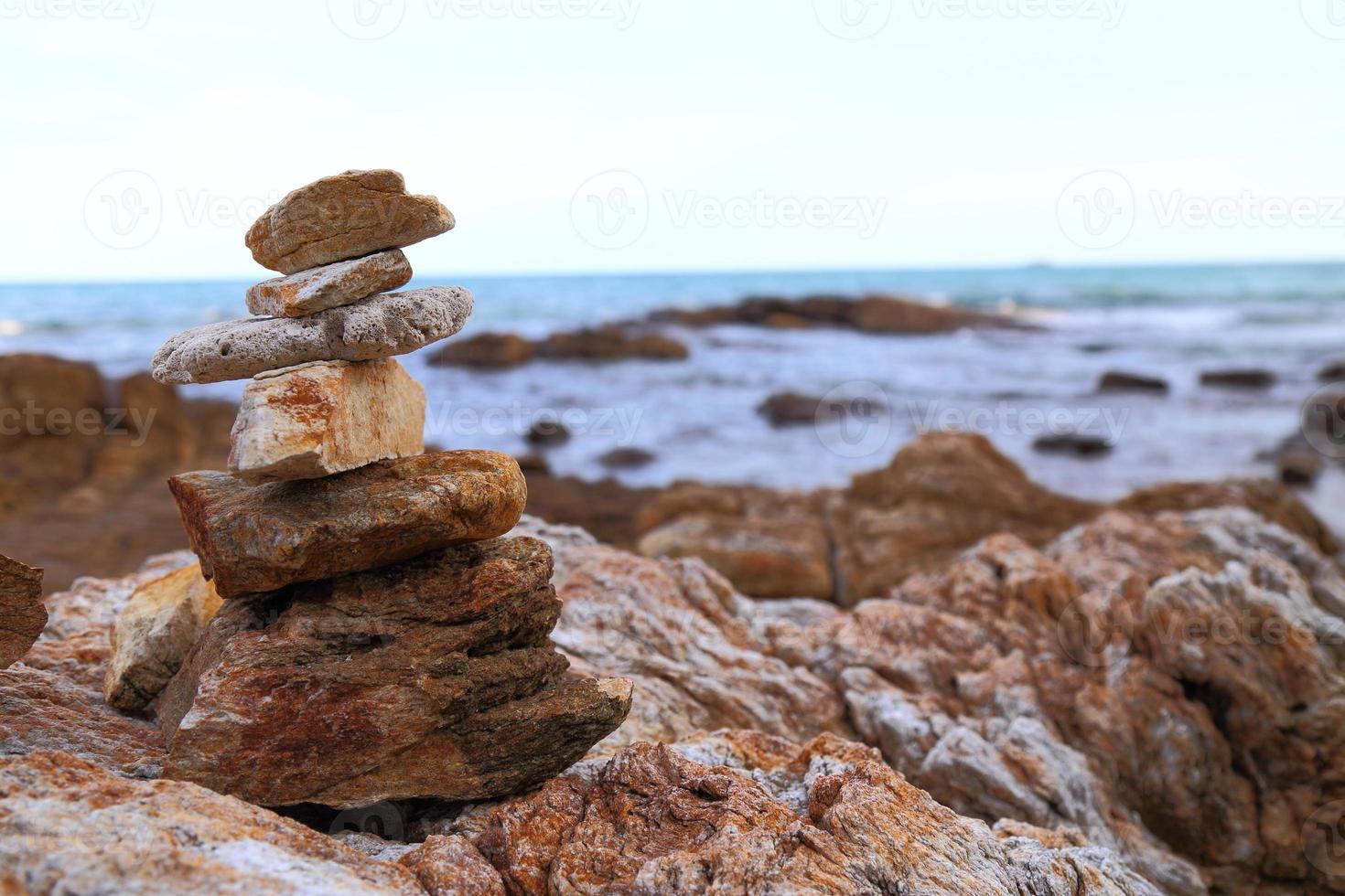 rock sur la plage. photo