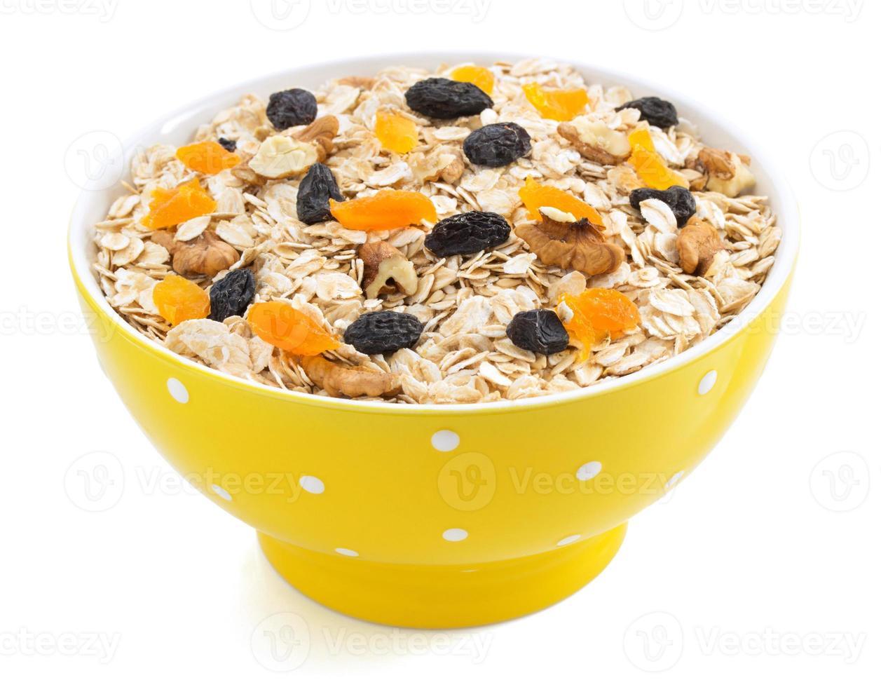 bol de céréales muesli sur blanc photo