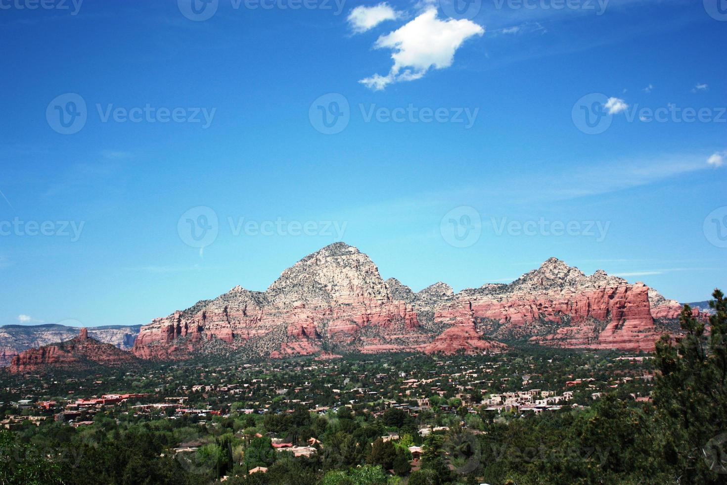 vue sur la vallée de sedona et les montagnes, arizona usa photo