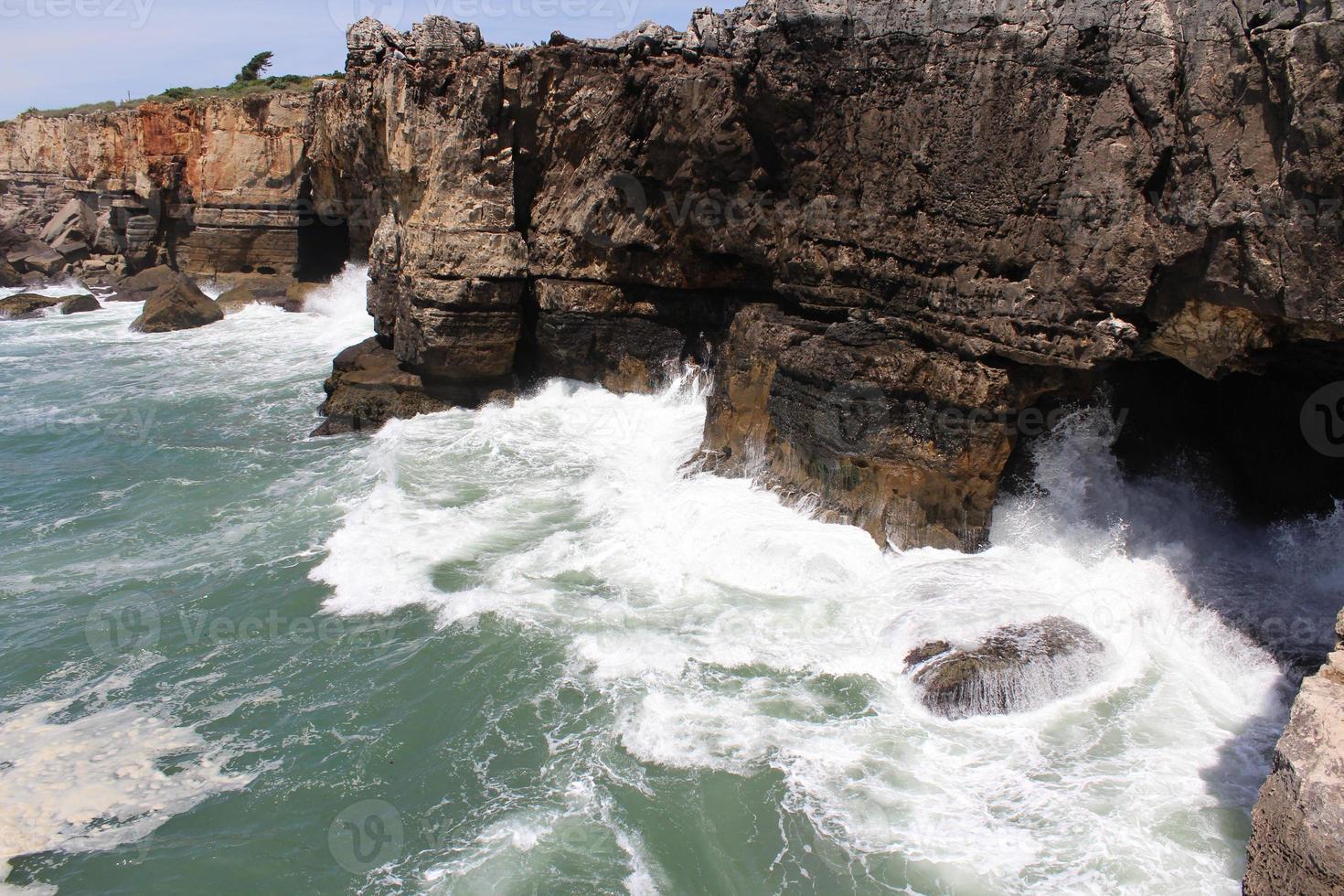 falaise et mer, cascais, lisbonne, portugal photo