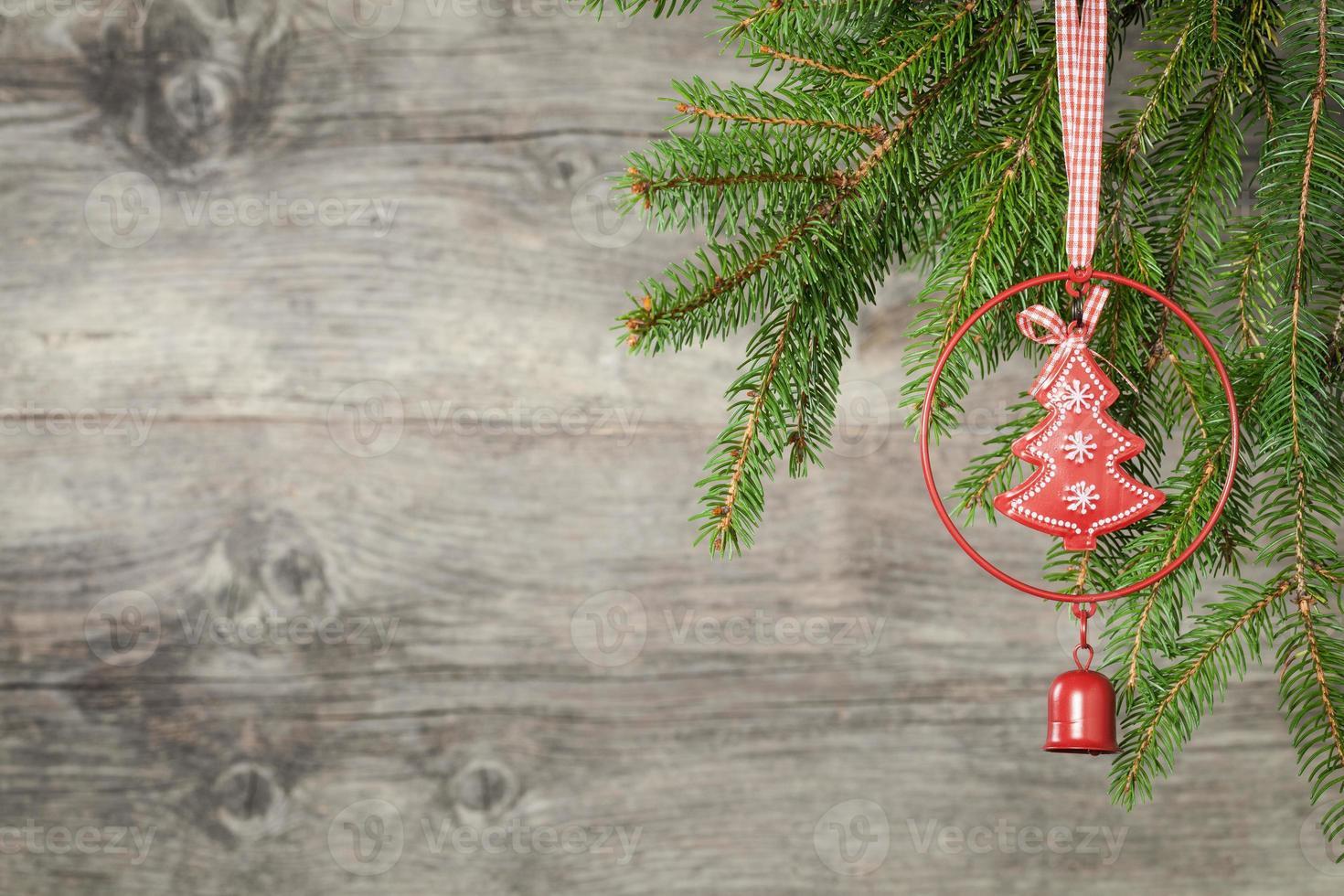 décoration de Noël sur fond en bois ancien grunge photo