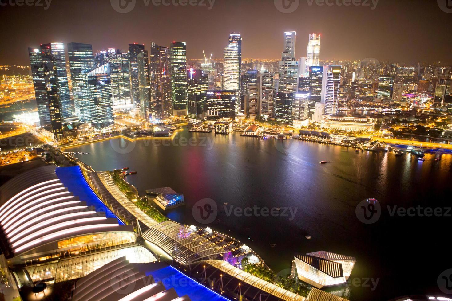 singapour dans la nuit. photo