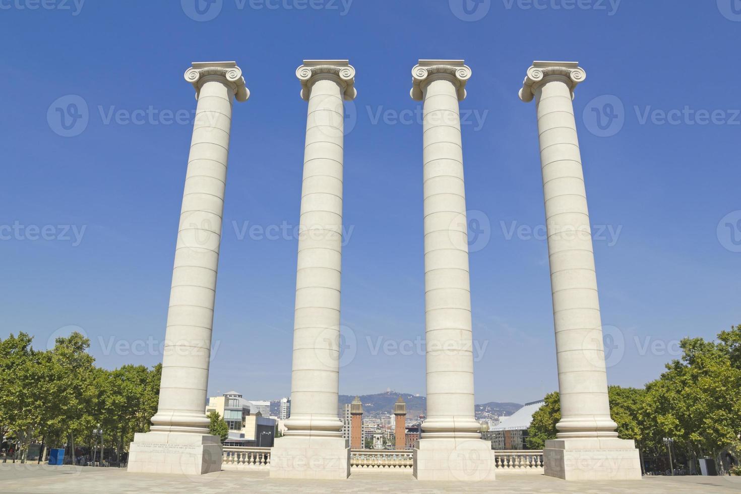 quatre colonnes blanches, barcelone photo