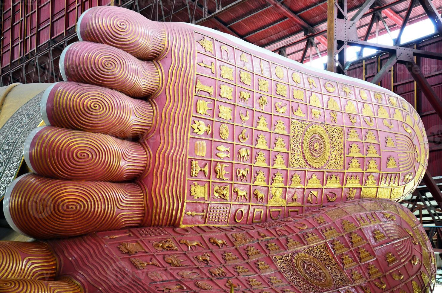 empreinte de chauk htat gyi image de Bouddha couché photo
