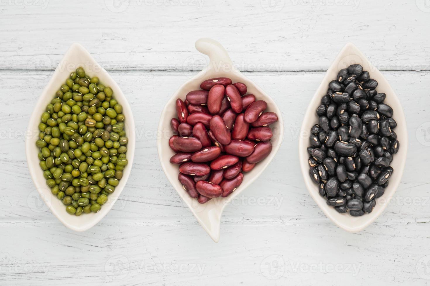 haricots noirs, haricots rouges et haricots mungo photo