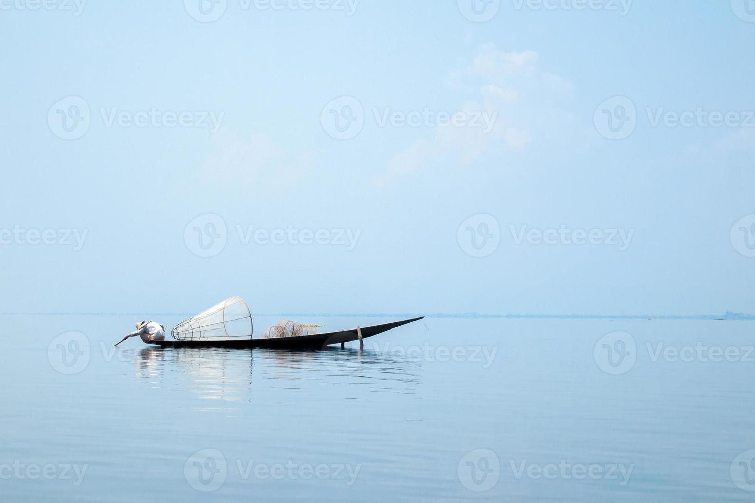 bateau pêche, dans, lac inle, shan, état, myanmar photo