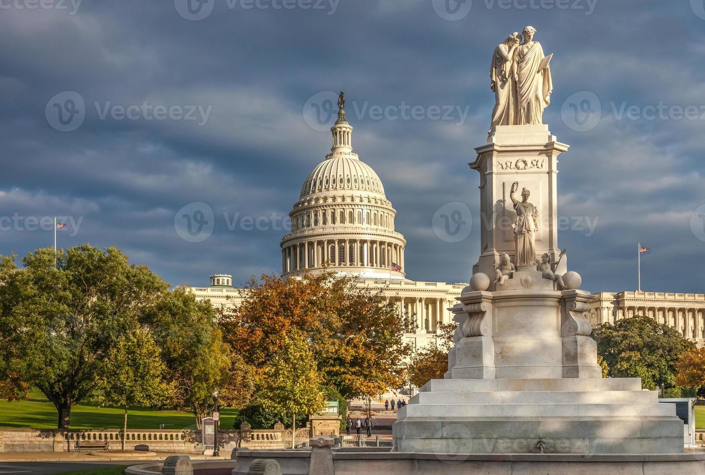 états-unis capitole ouest motifs et statue de la paix photo