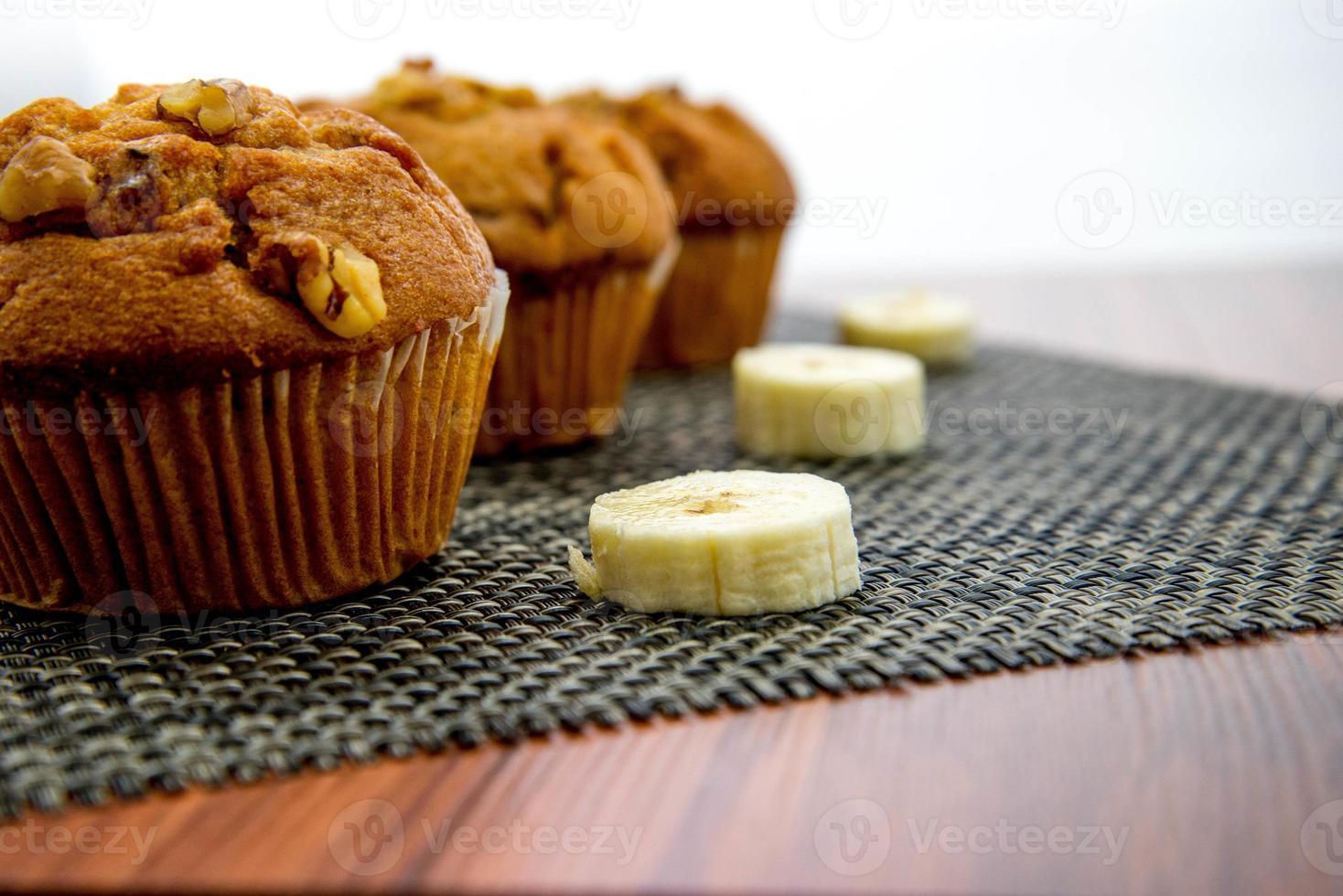 Muffins aux bananes et noix photo