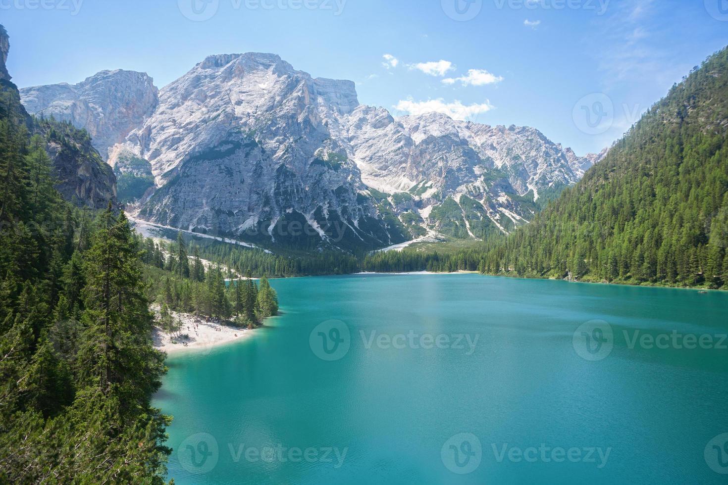 braies de lac, dolomites photo