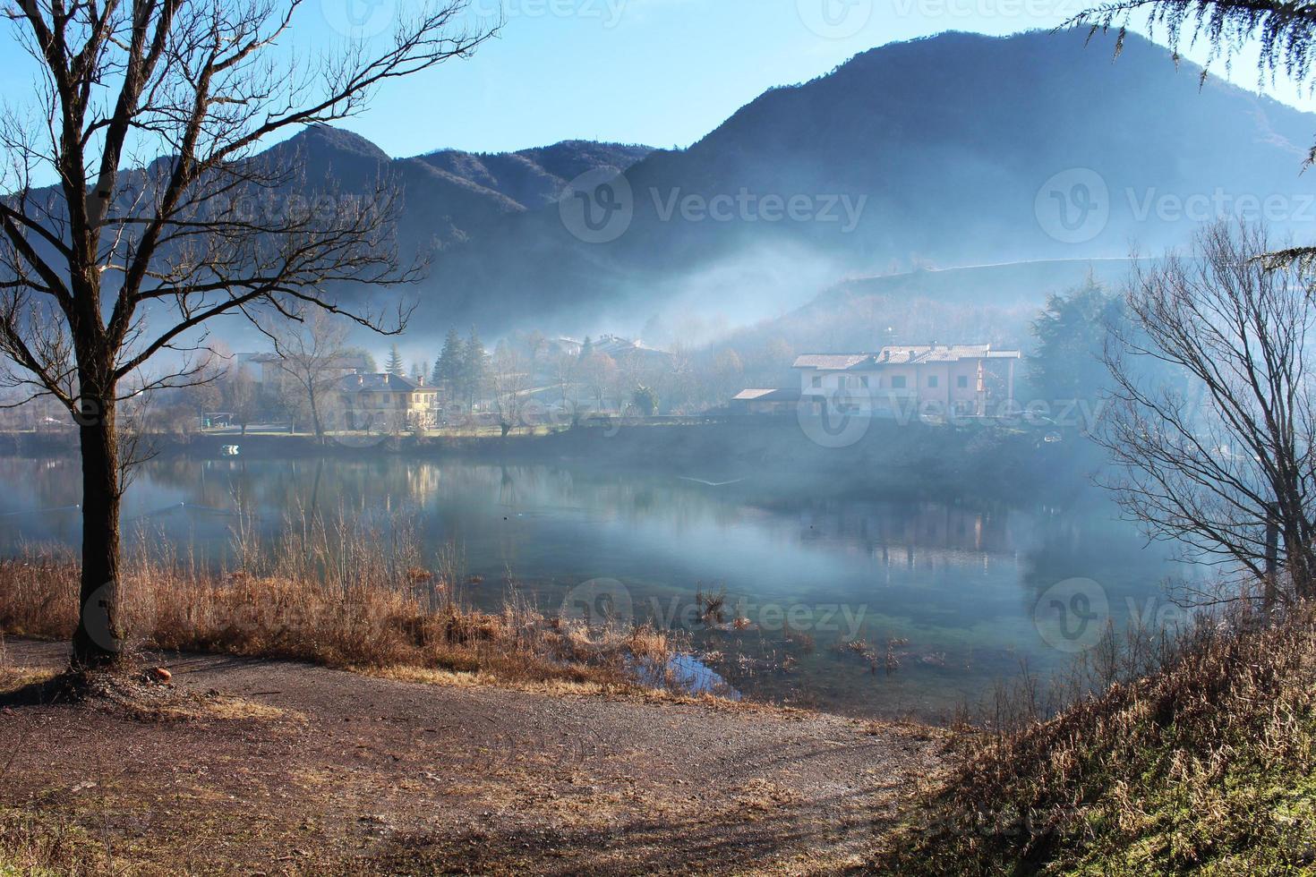 lac et montagnes photo