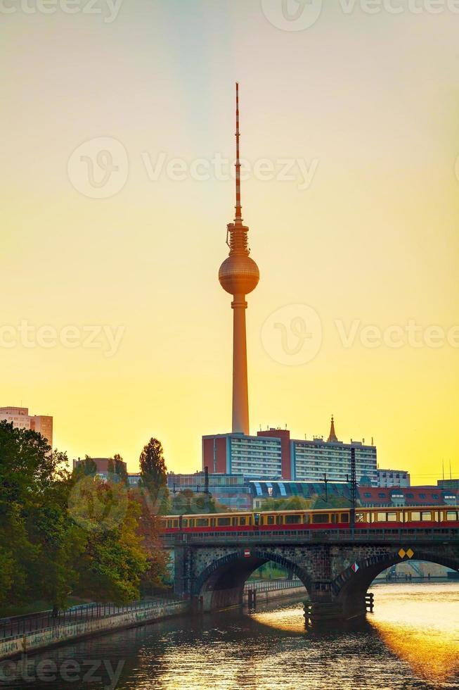 paysage urbain de Berlin tôt le matin photo