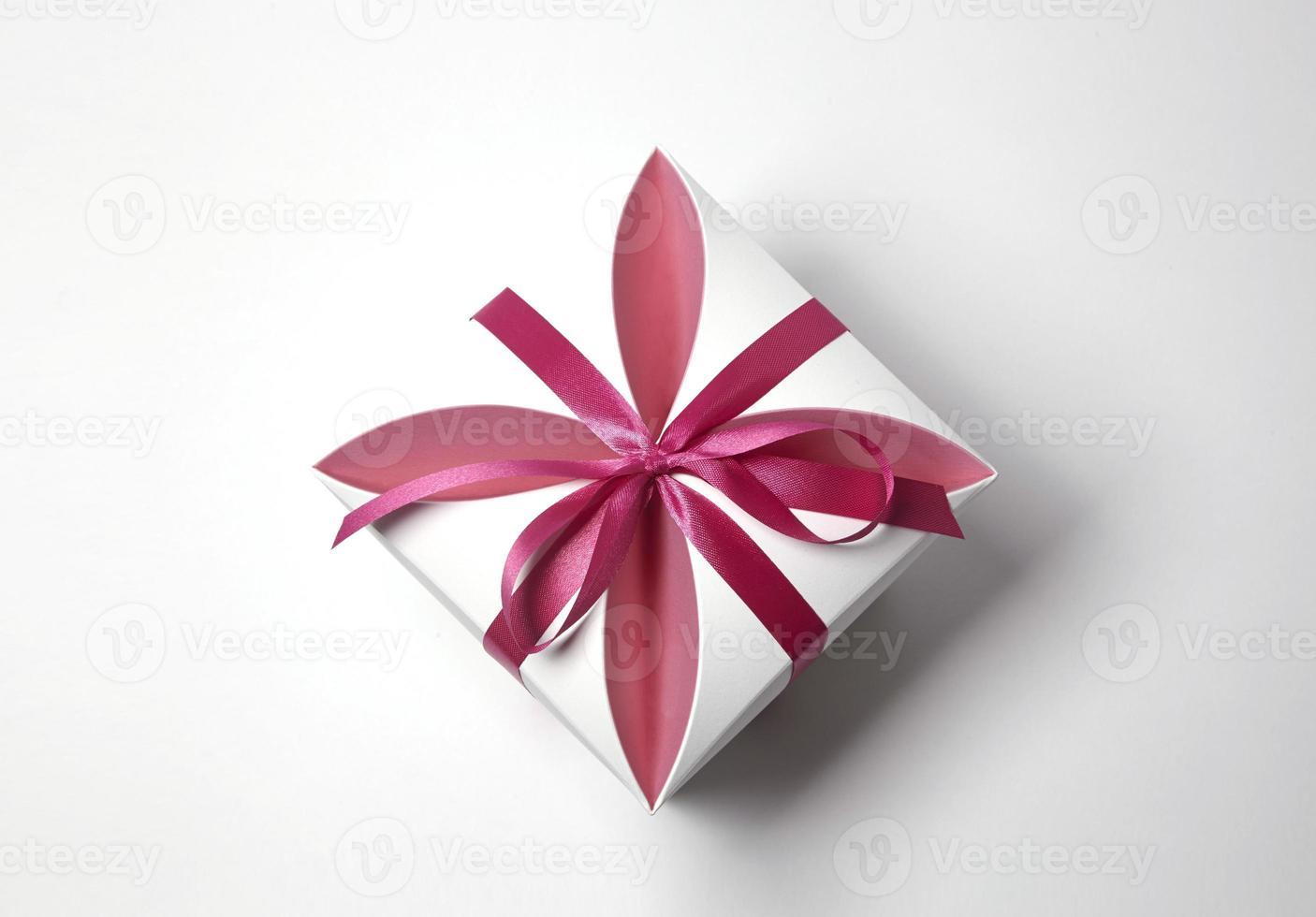 boîte enveloppée avec ruban photo