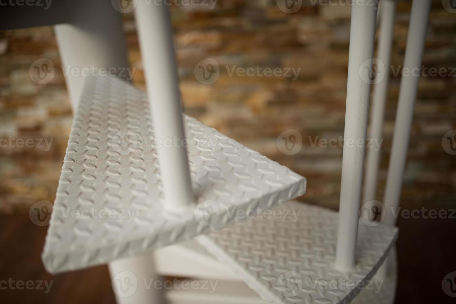 gros plan d'un escalier en colimaçon blanc photo